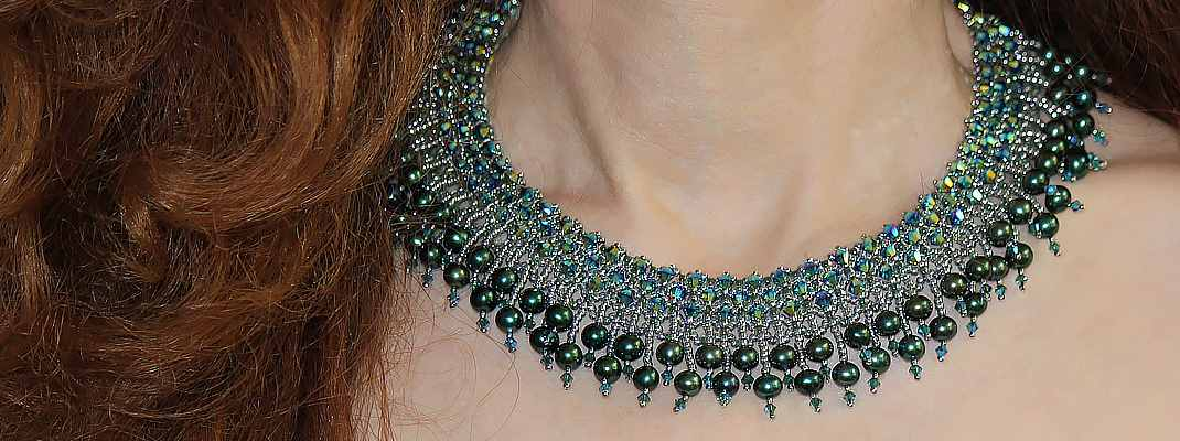 HerMj - Model With On The Towni Pearl Necklace